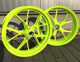 GlossWheels - Felgenveredelung in Karlsruhe. Ihr Spezialist für die Veredelung von Auto- und Motorradfelgen. Gloss Wheels bietet Ihnen Felgenveredelung, Metallveredelung, Hochglanzverdichten, Pulverbeschichten, Glanzdrehen, Rundlaufinstandsetzung, Felgenpolieren und Felgenlackieren.