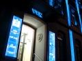 Profilbuchstaben Schattenschrift mit RGB-LED Ausleuchtung, Fassadenillumination und Gravurschilder/Lichtfluter: VVK Vermögensverwaltungs GmbH Karlsruhe