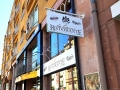 Profilbuchstaben (Profil 1), in Nische eingepasst, Digitaldruck, mit direkter Beleuchtung, Ausstecker doppelseitig mit doppelarm Ausleger-Strahler Niedervolt: Restaurant Da Gianni Karlsruhe
