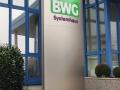 Werbepylone mit durchgesteckten Buchstaben, Oberfläche Alunox: BWG Systemhaus