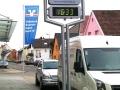 Werbestele mit intergrieter Uhrzeitanzeige / LCD-Uhr mit LED-Hintergrundbeleuchtung: Volksbak Bruhrain Kraichgau
