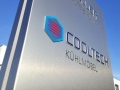 Pylon mit gebürsteter Alunox Oberfläche, Buchstabenkerne durchgesteckt und LED Ausleuchtung: Klimacenter Karlsruhe