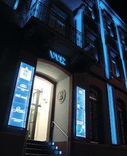 Gebäude-Illuminationen, Fassadenbeleuchtung, Lichtdesign, Lichtinszenierung, Lichtarchitektur, Außen- und Innenbeleuchtung von mvlichtwerbesysteme Karlsruhe. Lichtwerbung und Leuchtreklame von Ihrem Meisterfachbetrieb rund um Licht- und Außenwerbung.